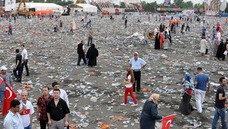 AK Parti Kazlıçeşme Mitinginden sonra meydanda geriye kalanlar